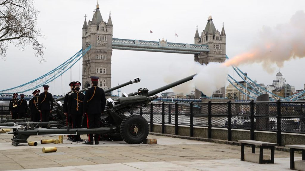 Prince Philip is dead.  Cannonballs in memory of the deceased prince - in Great Britain, Australia and Gibraltar
