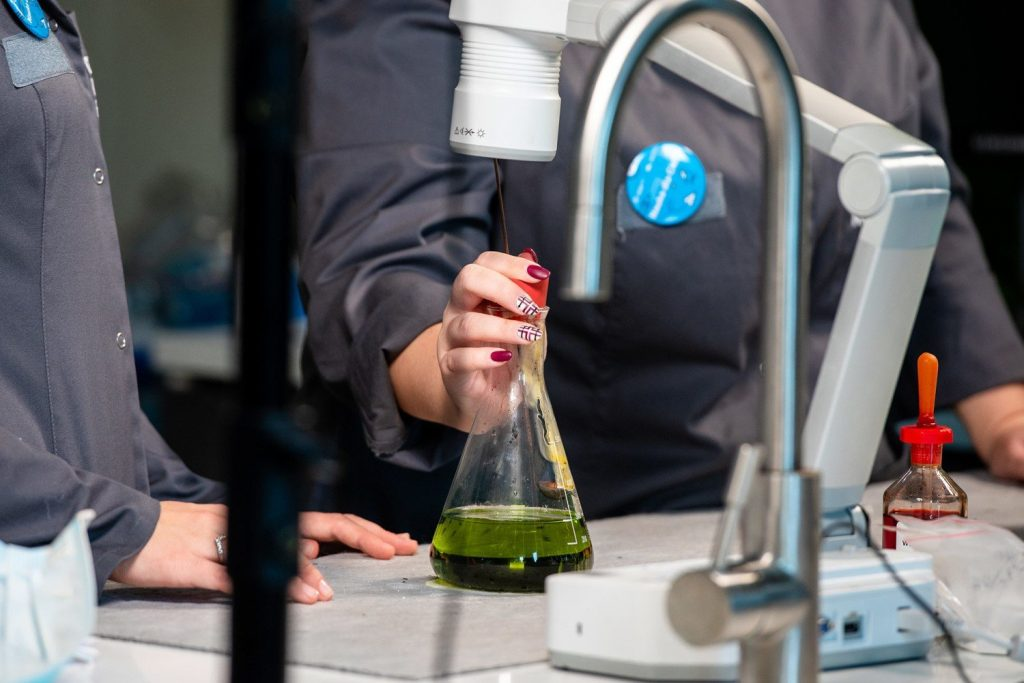 Students from Jaworzno will participate in experiments at the Copernicus Science Center.  Classes will be conducted directly from the laboratory