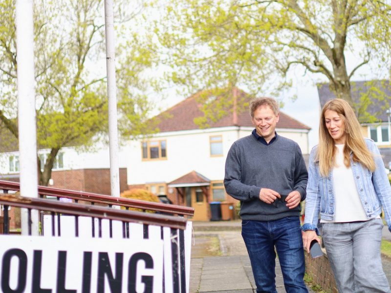 Transport Minister Grant Shops goes to the polls in the UK with his wife, source: Twitter / RTC Hon Rava Grant Shops MP  (@ Grantshops)
